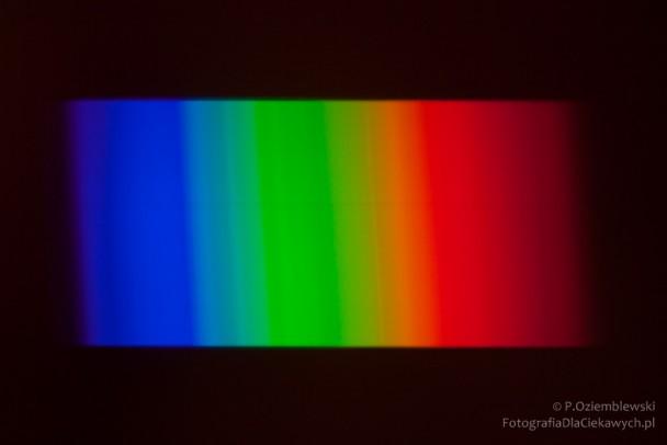 Widmo światła słonecznego - obserwacja wpochmurny dzień