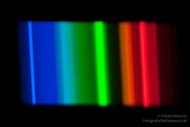 Widmo świetlówki liniowej iTb 5000K iwysokim Ra
