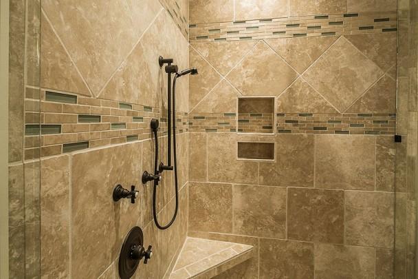 Łazienka - prysznic - ciepłe światło