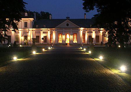 oświetlenie drogi dopałacu