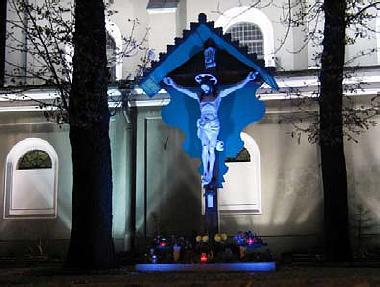oświetlenie figury Chrystusa