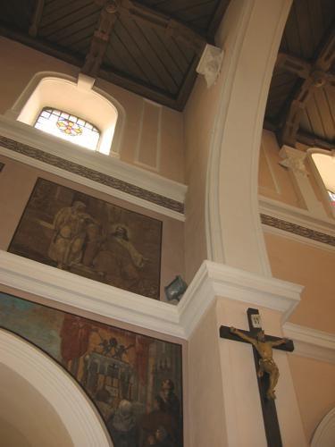 oświetlenie halogenowe prezbiterium kościoła