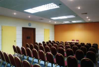 oświetlenie sali konferencyjnej