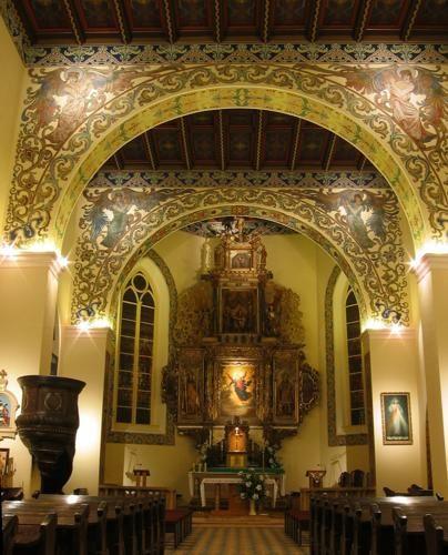 oświetlenie halogenowe nawy głównej kościoła