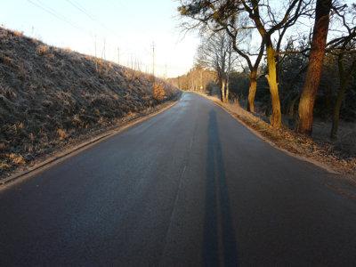 luminacja drogi izdjęcie drogi zrobione zeświatłem zaplecami