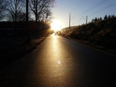 luminacja drogi izdjęcie drogi zrobione podświatło