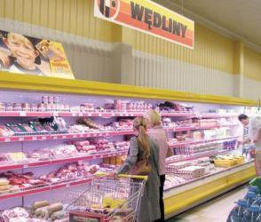 oświetlenie półek w sklepie mięsnym