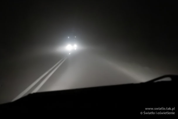 Droga wemgle ioświetlenie zsamochodów