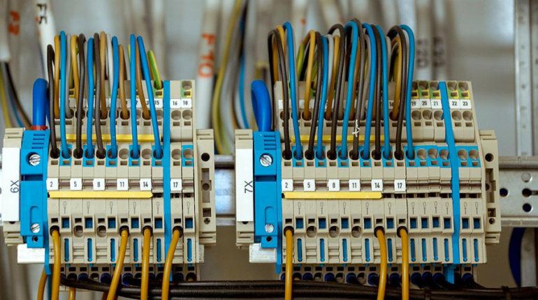 Igły dozujące w montażu układów elektronicznych