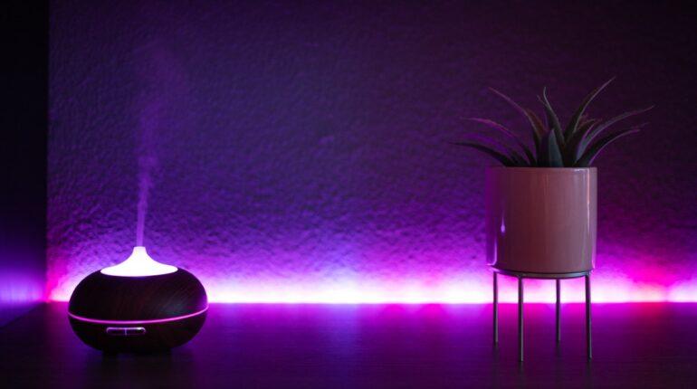 Taśmy LED - oświetlenie za szafką