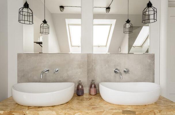 Jak funkcjonalnie urządzić łazienkę napoddaszu - viverto