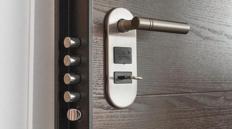 Akcesoria meblowe - klamka i zamek do drzwi