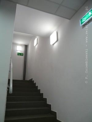Oświetlenie schodów icałej przestrzeni klatki schodowej